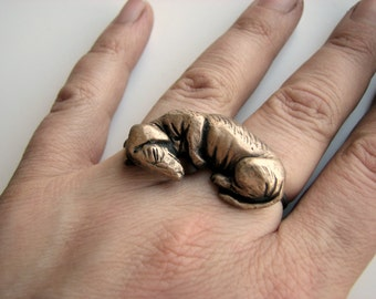 Wiener dog two finger ring