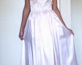 Vintage 1980s GUNNE SAX by Jessica McClintock pink and white Striped Dress