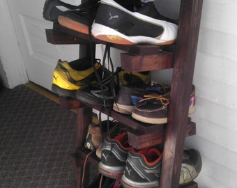 Super compact shoe rack with two legs