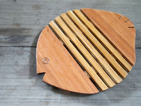 Wooden Hot Pad Trivets Fish Shape Table Placement Home Kitchen Dining Room Decor