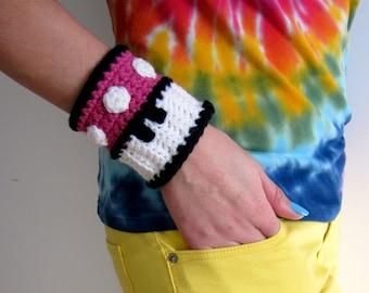 Mario Brothers Pink Mushroom Power Cuff. Super Mario Bros 1up Inspired Crochet Bracelet Wristband. Gamer Accessory. Video Game Cosplay.