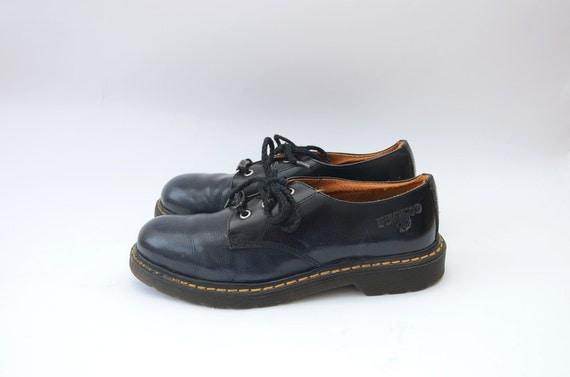 Vintage leather dark blue 90s grunge shoes / dr martens style