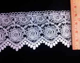 Item: A0175, 2 Yards, 4.5 inch Flowers, Pedals, and Chevron Border with Scalloped Edges, Free shipping