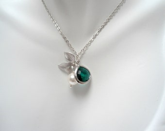 Emerald orchid pearl necklace , pearl orchid charm necklace , wild orchid flower necklace , bridesmaid necklace, pearl charm necklace