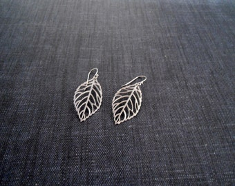 filigree leaf earrings , leaf earring , silver leaf press earrings , skeleton leaf earrings , bridesmaid earring , dangle leaf earring