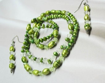 Green Pearls and Bicones, stretch, continuous necklace, doubles as a bracelet