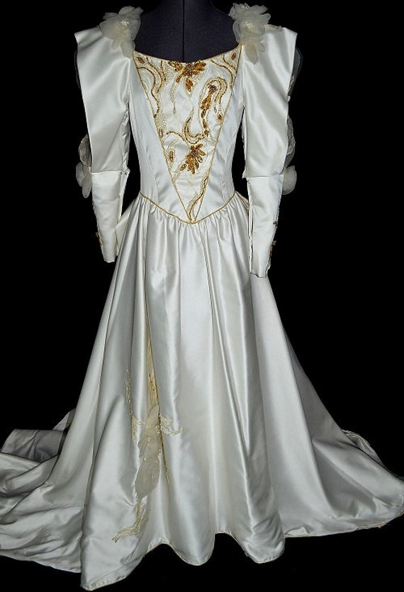 Medieval style vintage wedding dress with juliet sleeves for Renaissance inspired wedding dress
