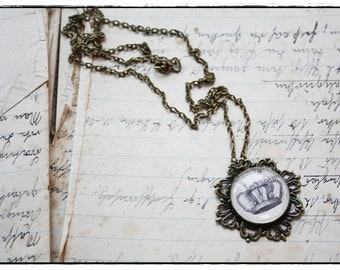 """brazen Necklace with round glass cabochon """"crown"""""""