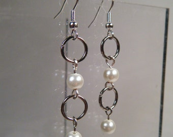 Jump Ring Pearl Earrings