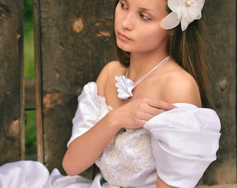 White Bridal Fascinator, Wedding Hair Clip, Netting Hair Flower, Bridal Head Piece, Flower Hair Clip, Bridal Hair Clip, White Bridal Flower