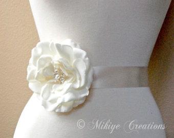 Wedding Flower Sash Accessory, Wedding Hair Flower, Retro Hair Flower, Wedding Accessory, Bridal Head Piece, Wedding Hair Clip  - Delilah