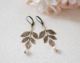 Leaf Earrings Antiqued Gold Brass Leaf Branch Earrings Swarovski Cream Pearls Earrings Vintage Wedding Woodland Jewelry Bridal Earrings