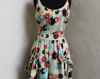 Lovely Flowery Vintage Party Dress with Big Bows - Size US 6