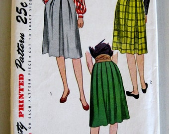 1940s Pleated Skirt Pattern, Simplicity 1575, Womens Unpressed or Knife Pleats, Waist 26,  UNCUT