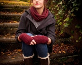 Classic knitted snood in burgundy, made from a merino wool & cashmere yarn- Infinity scarf - UNISEX. Handmade