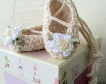 crochet, ballet,slippers,pointe shoes,baby,toddler,girls,ankle ties, ivory, white,cream,embellished,straps,booties