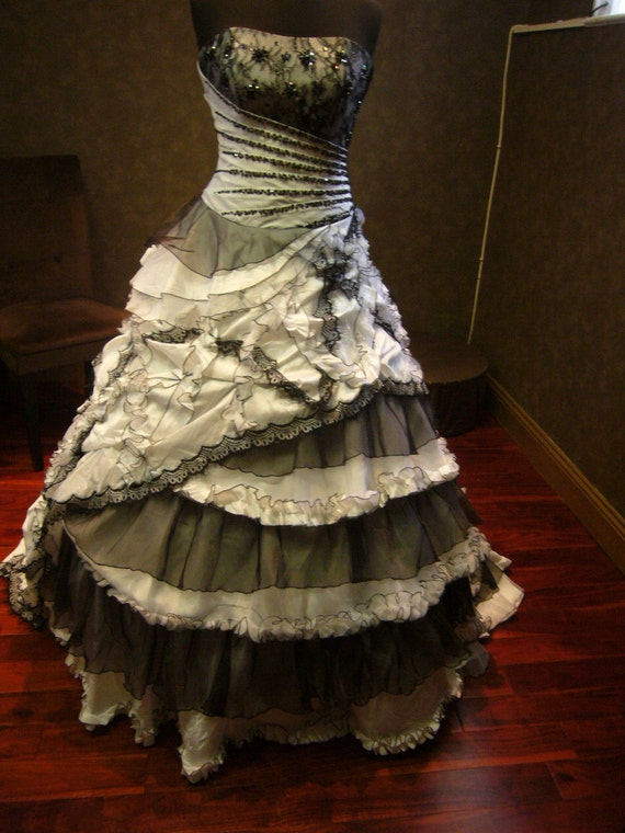 Spectacular Black and White Wedding Dress Vintage Gothic