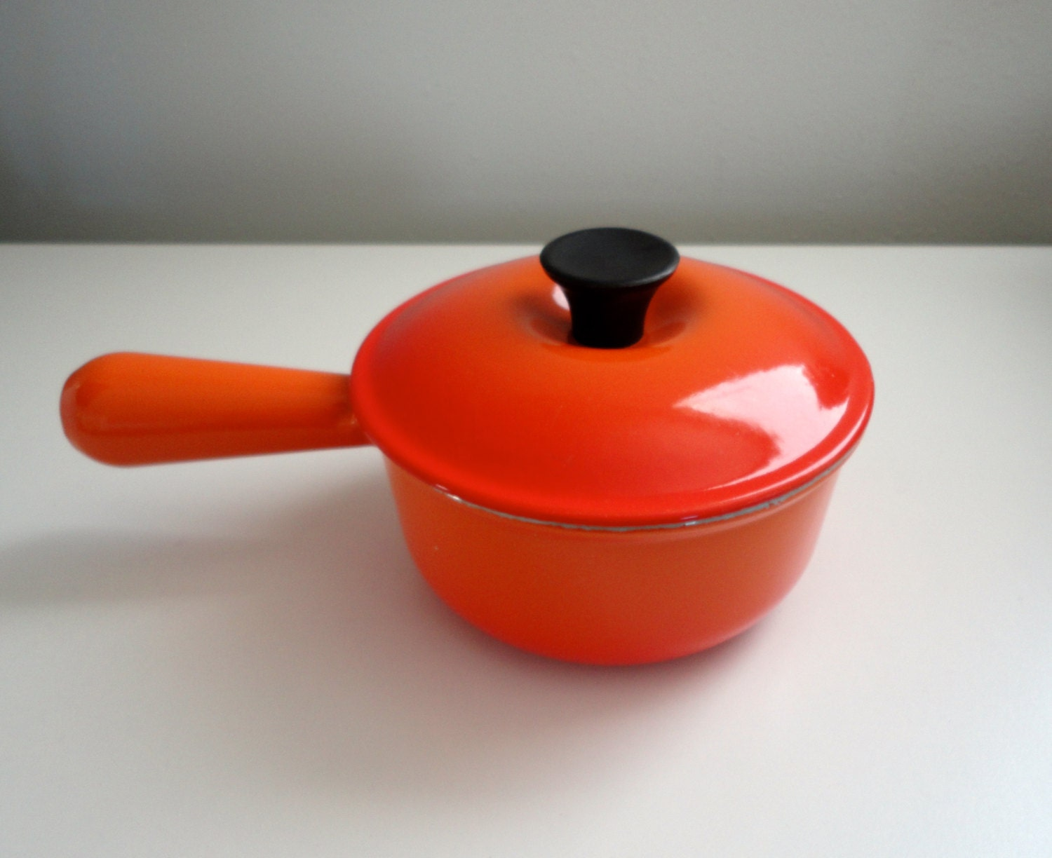 vintage le creuset saucepan marked 14 flame orange red by. Black Bedroom Furniture Sets. Home Design Ideas