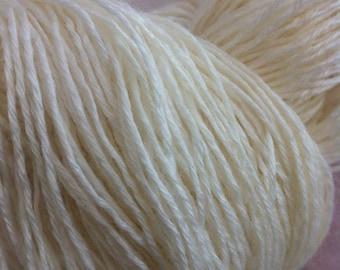 FINGERING Bamboo Merino Wool Yarn Undyed Yarn Base, Undyed Fingering Yarn, 4 Ply Undyed Sock Yarn, Bamboo Merino Sock Yarn, Sock Yarn Ecru