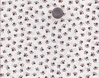 Paw Prints in Cream - Michael Miller cotton quilt fabric - fat quarter