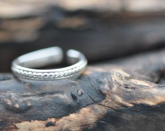 Sterling silver beaded pattern toe ring