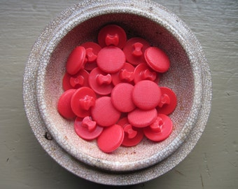 Buttons Red Shank set of 25
