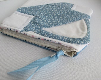 Quilted Little Case, Quilted purse, blue, zippered pouch, zippered clutch, organizer, cell phone case, quilt block