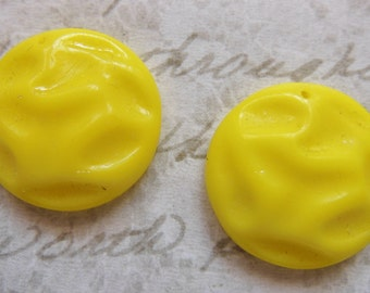 Deco glass (2) vintage sunny  yellow jonquil  beads charms bisque pendants 1950s (2)