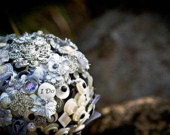 Lillybuds The Black and Ivory Luxe Button Bouquet