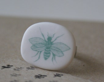 Porcelain ring - wasp - sage