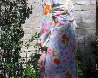 Vintage 60s OLGA robe//Flower//Spring// Wrap around// Size Small