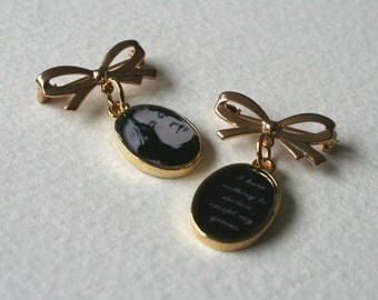 Oscar Wilde Bow Brooch Gold Tone Resin Set of 2
