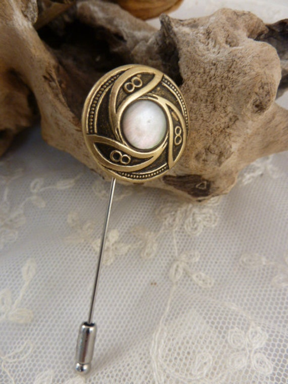 Button Lapel Hat or Scarf Stick Pin Shell Centred French Vintage Button