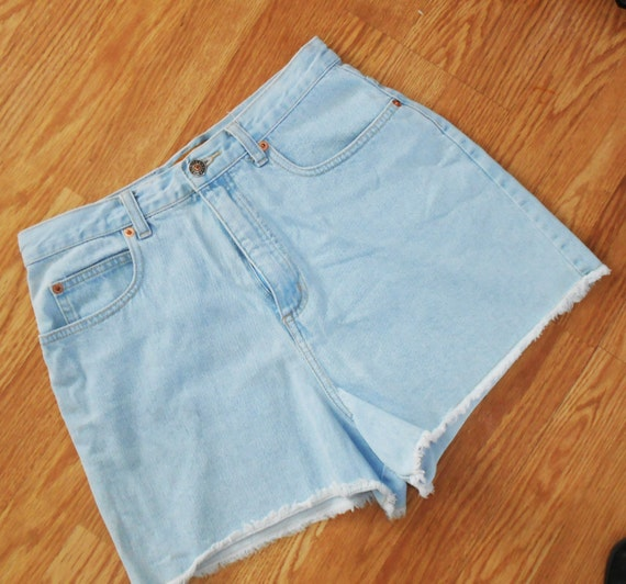 """Vintage LIMITED JEANS Shorts, Ladies 28"""" Waist,   Great Condition"""