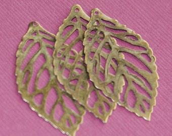 20 pcs of Antique brass stamp leaf 35x20mm