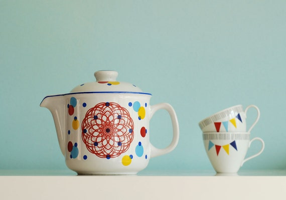 Dots and spirograph teapot