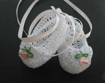 Crochet Newborn Baby Girl Booties Crib Shoes with Roses Infant Knit Baptism Shoes Christening Booties Reborn Doll Shoes Crochet Baby Shower
