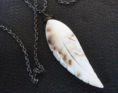 Feather shell necklace