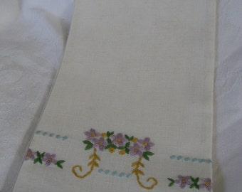 VINTAGE Embroidered Flower Linen Finger Tip Hand Towel