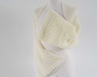 Knitted shrug, creme with 400 pearls in the sleeves,Size S/L, I978