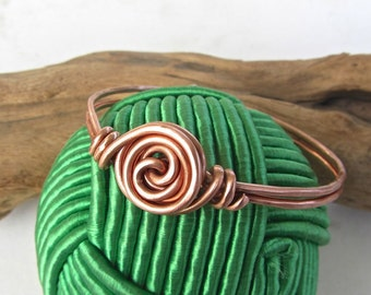 Bangle bracelet Heavy Copper wire rosette flower center