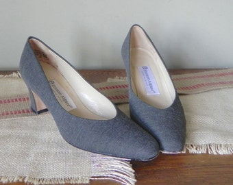 Vintage women pumps Etienne Aigner shoes size 6 grey fabric tweedy business like elegant 2 one third inch heel pointy pointed toe