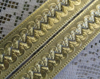 Germany Gold Embossed Fancy Baroque Foil Paper Lace Dresden Trim  DFW 221 G