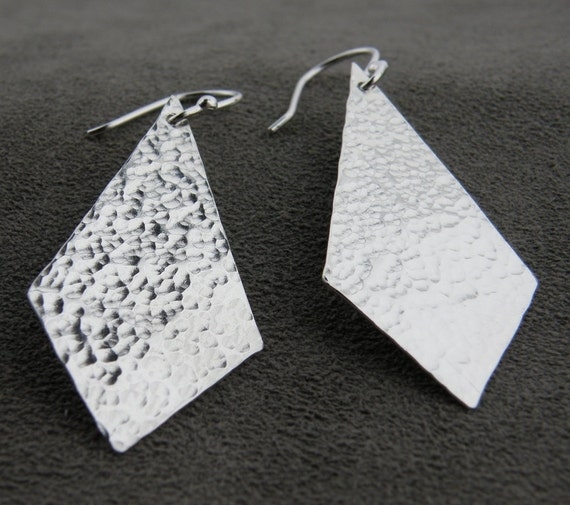 Sterling Silver Hammered Diamond Shape Earring