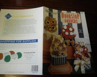 Floral Plastic Canvas Doorstop Gardens Needlecraft Shop 973022 Pattern Leaflet
