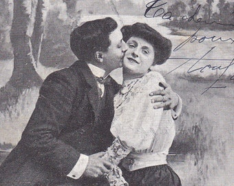 SALE 1900s French postcard, Couple kissing paper ephemera. Price reduced.