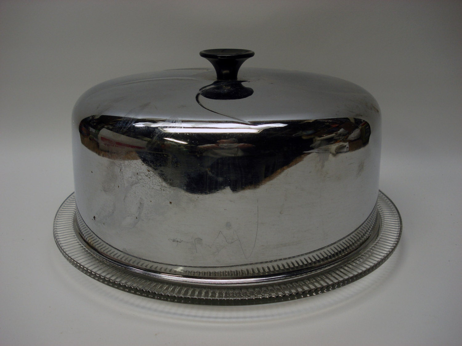 sale vintage glass cake plate with aluminum cover by elritmoretro. Black Bedroom Furniture Sets. Home Design Ideas