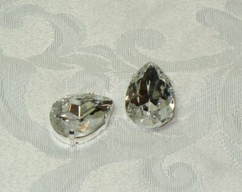 Vintage 25x18mm Crystal Pear Jewels (4 pieces)