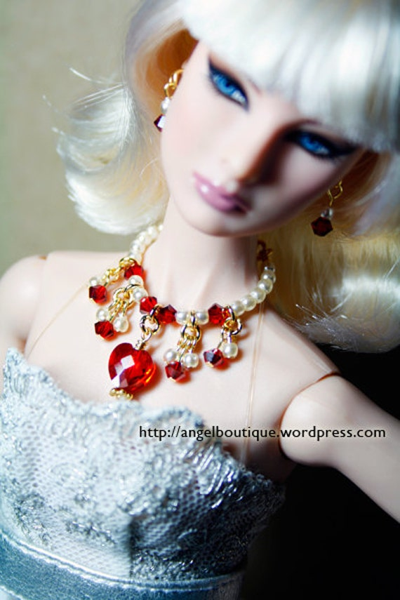Sparkling Collar Necklace Links with Off White Glass Pearl and Swarovski Crystal.