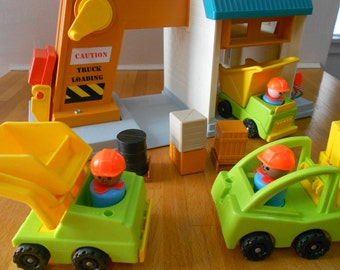 Fisher Price Original Little People Lift n Load Depot near complete 942
